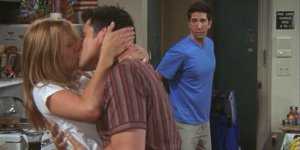 friends-rachel-joey-kiss-ross