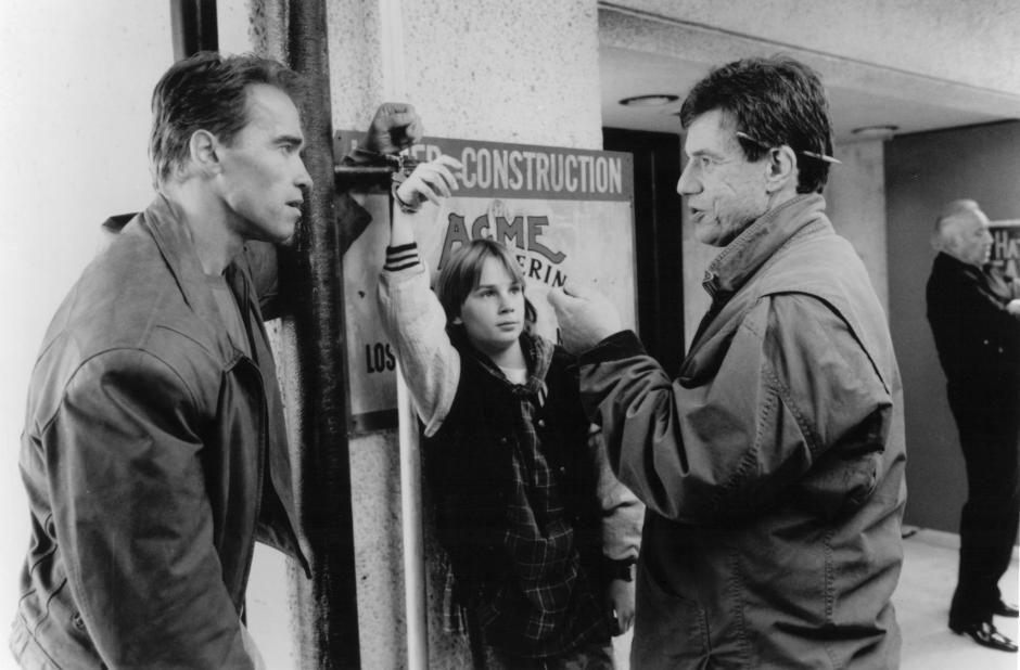 still-of-arnold-schwarzenegger,-john-mctiernan-and-austin-obrien-in-siste-actionhjälten-(1993)-large-picture