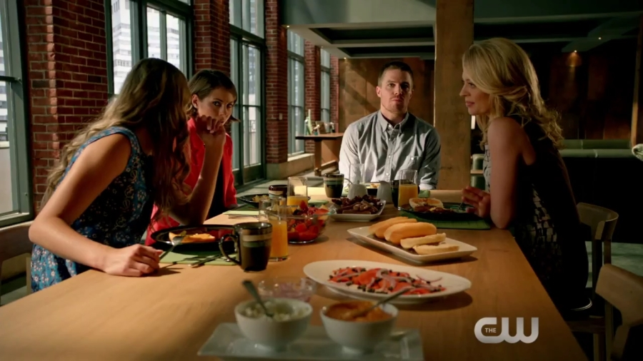 arrow-the-candidate-clip-meet-the-danforths-hd-mp4_20151014_150227-943