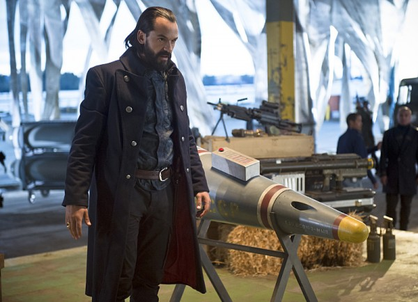 legends-of-tomorrow-pilot-part-2-image3-600x434