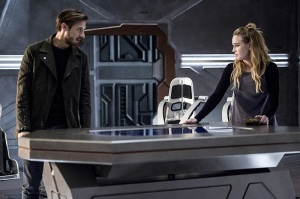"DC's Legends of Tomorrow -- ""Blood Ties"" -- Image LGN103A_0188b.jpg -- Pictured (L-R): Arthur Darvill as Rip Hunter and Caity Lotz as Sara Lance/White Canary -- Photo: Cate Cameron/The CW -- © 2016 The CW Network, LLC. All Rights Reserved."