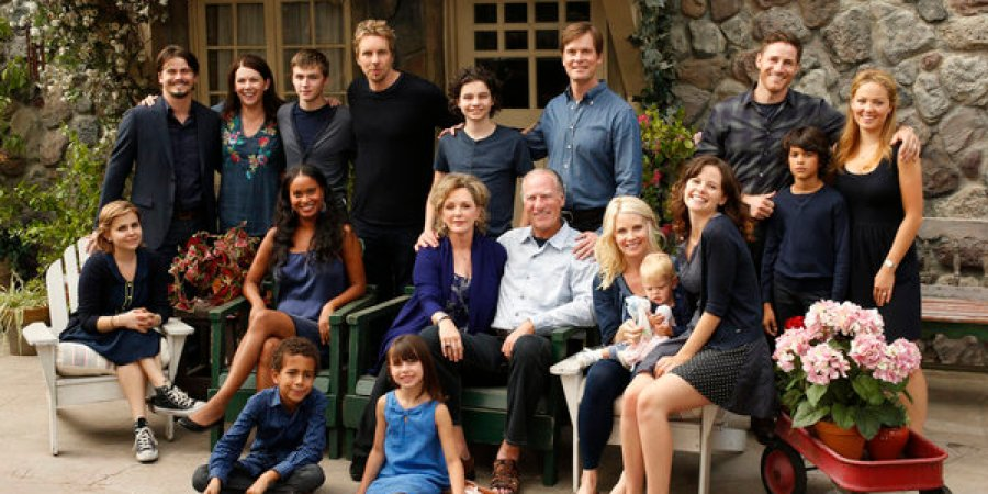"PARENTHOOD -- ""Family Portrait"" Episode 401 -- Pictured: (l-r) Mae Whitman as Amber Holt, Jason Ritter as Mark Cyr, Lauren Graham as Sarah Braverman, Miles Heizer as Drew Holt, Joy Bryant as Jasmine Trussell, Tyree Brown as Jabbar Trussell, Dax Shepard as Crosby Braverman, Max Burkholder as Max Braverman, Bonnie Bedelia as Camille Braverman, Savannah Paige Rae as Sydney Graham, Peter Krause as Adam Braverman, Craig T. Nelson as Zeek Braverman, Monica Potter as Kristina Braverman, Sarah Ramos as Haddie Braverman, Sam Jaeger as Joel Graham, Xolo Mariduena as Victor, Erika Christensen as Julia Braverman-Graham -- (Photo by: Chris Haston/NBC)"