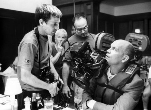 Spike-Jonze-with-John-Malkovich-on-the-set-of-Being-John-Malkovich.jpg