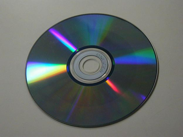 1200px-CD-RW_bottom.jpg